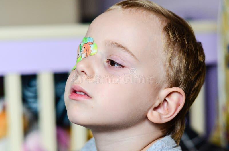 Chłopiec z Eyepatch fotografia stock