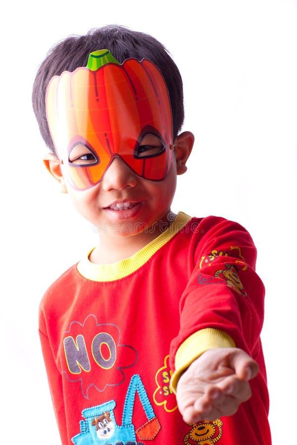 Chłopiec z Halloween maską obraz stock