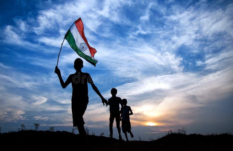 Chłopiec z indyjską flaga państowowa fotografia royalty free