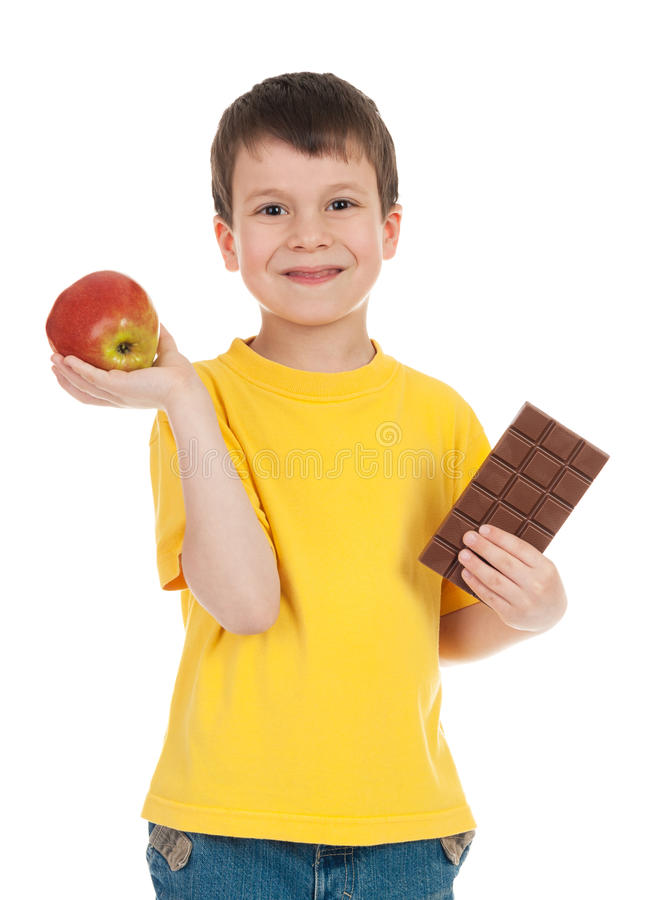 Chłopiec z jabłkiem i czekoladą obrazy stock
