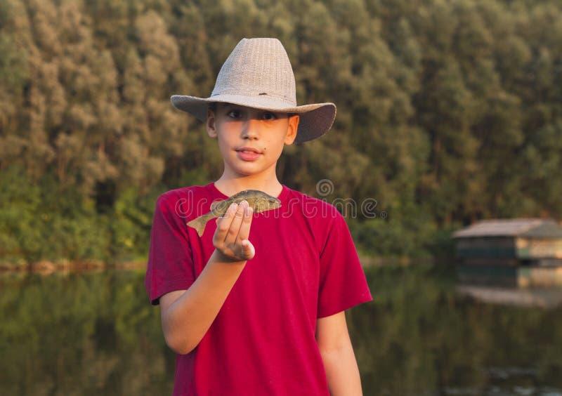 Chłopiec z jego pierwszy żerdź chwytem obraz stock