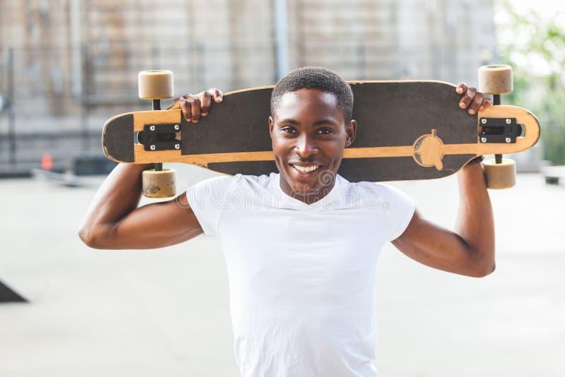 Chłopiec z Longboard fotografia stock