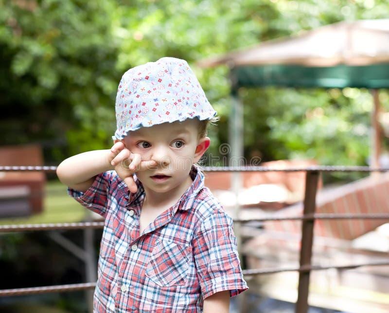 Chłopiec z palcem w nosie fotografia royalty free
