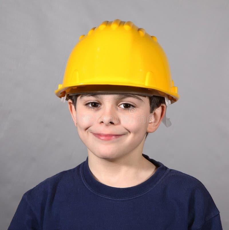 Chłopiec z pokojowym spojrzenia i ochrony hełmem zdjęcia royalty free