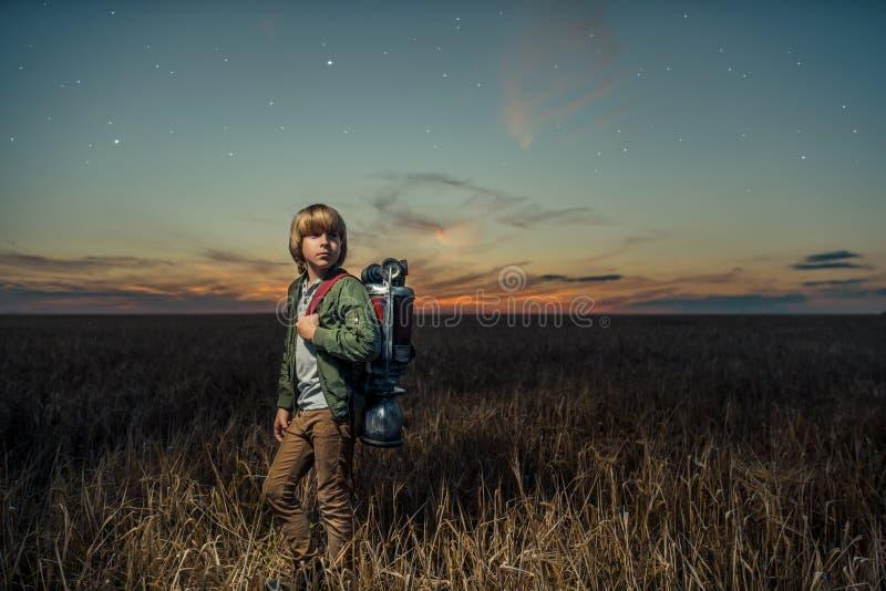 Chłopiec z wyposażeniem zdjęcie stock