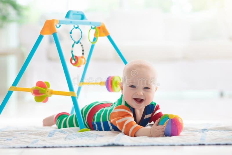 Chłopiec z zabawkami i piłką zdjęcia royalty free
