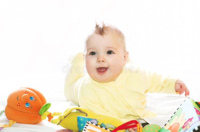 chłopiec zabawki małe bawić się obrazy stock