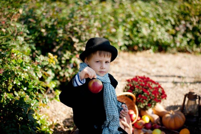 Chłopiec i warzywa
