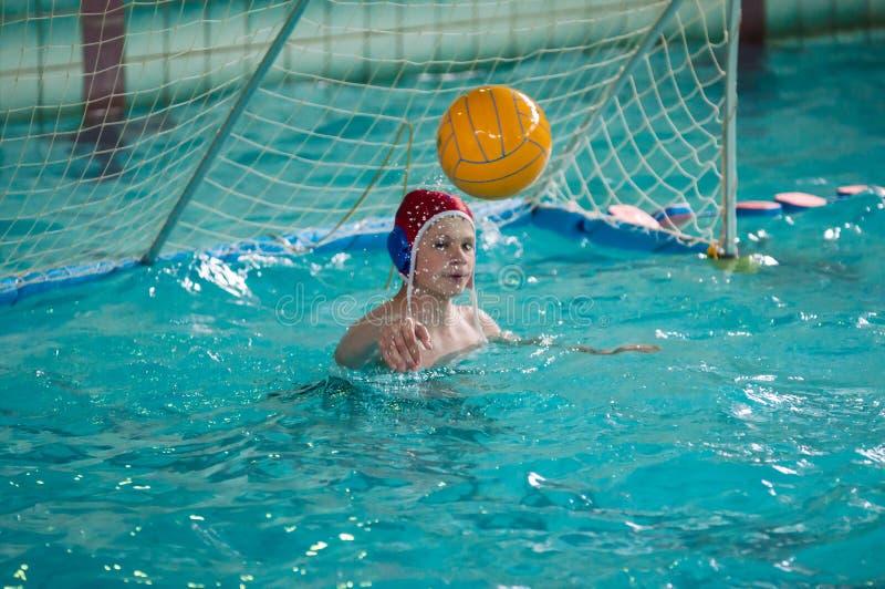 Download Chłopiec Sztuka W Wodnym Polo Zdjęcie Editorial - Obraz złożonej z piłka, chłopiec: 53786016