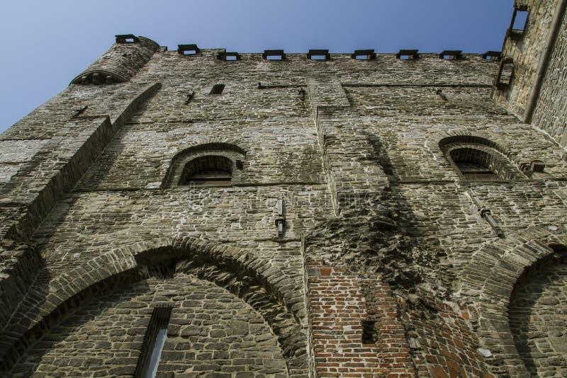 Ch?teau m?di?val construit enti?rement des pierres en Belgique photo libre de droits
