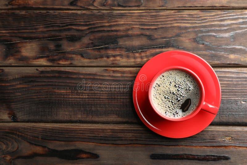 Ch?vena de caf? no fundo de madeira fotografia de stock