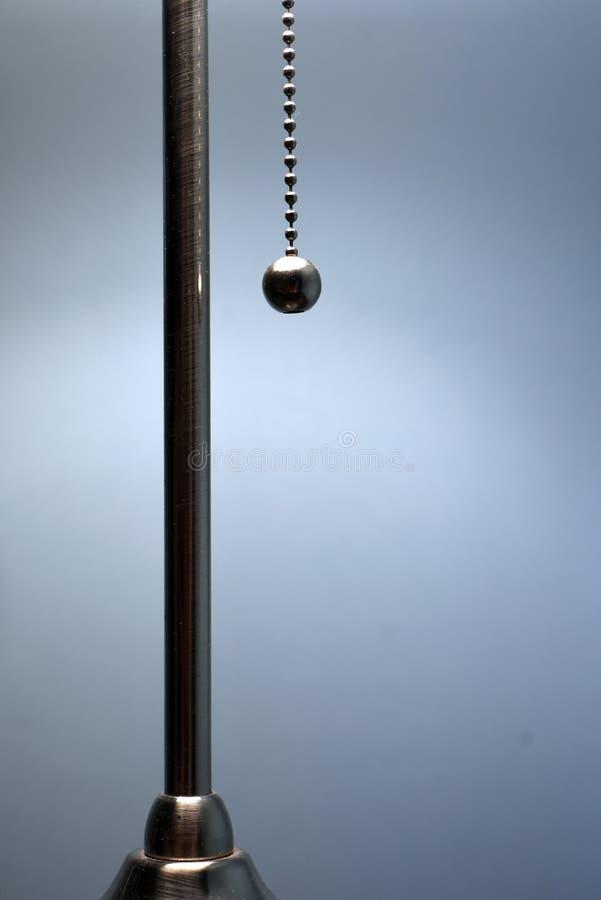 Chaîne argentée d'interrupteur de lampe de Chrome image libre de droits