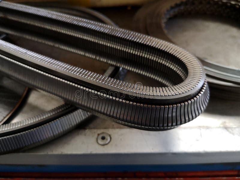 Chaîne d'engrenages de transmission de voiture faite de vrai acier Ceinture de transmission de CVT Pi?ce de moteur de voiture images libres de droits
