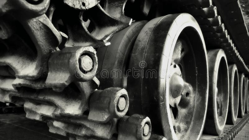 Chaîne d'un vieux réservoir soviétique photographie stock libre de droits