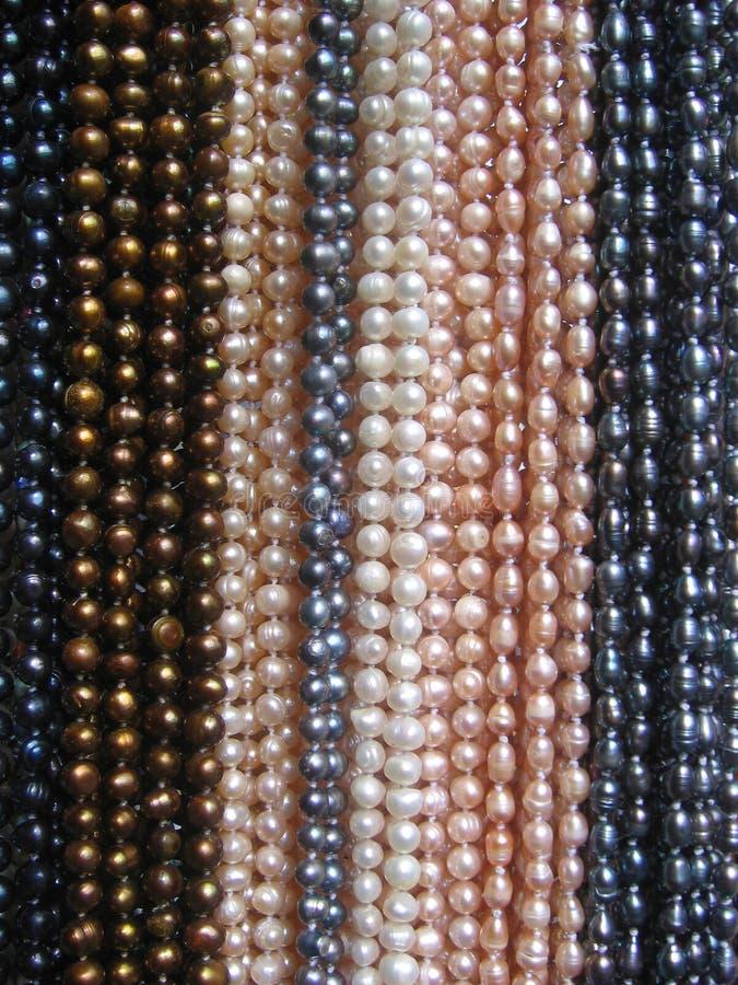 Chaîne de caractères des colliers de perle images stock