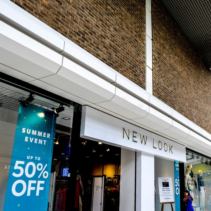 Chaîne de mode de vente au détail de grand-rue de New Look image stock