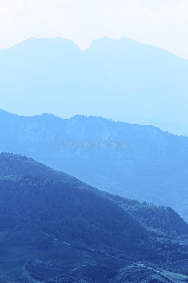 Chaîne de montagne photos libres de droits