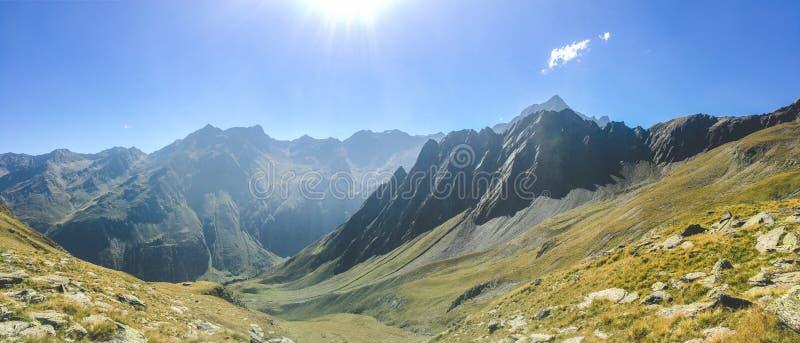Chaîne de montagne dans les Alpes autrichiens image libre de droits