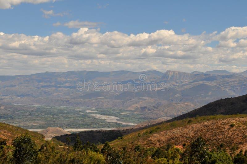 Chaîne de montagne dans les Andes du Pérou photo stock