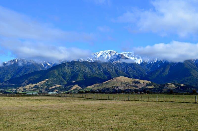 Chaîne de montagne près de Kaikoura, île du sud, Nouvelle-Zélande photo libre de droits