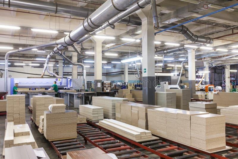 Chaîne de production d'usine de meubles photos libres de droits