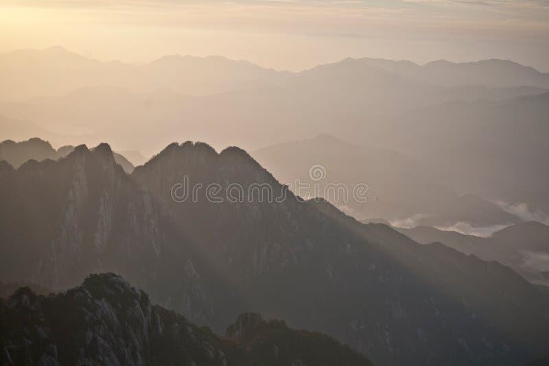 Chaîne jaune de Huangshan de montagne en Chine un beau matin images stock
