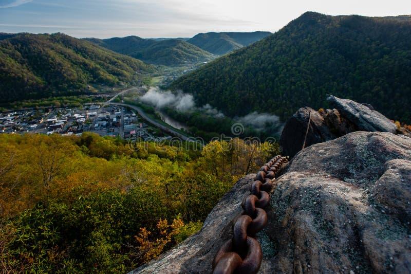 Chaîne rouillée Holding Chained Rock - Pine Mountain State Park - Kentucky images libres de droits