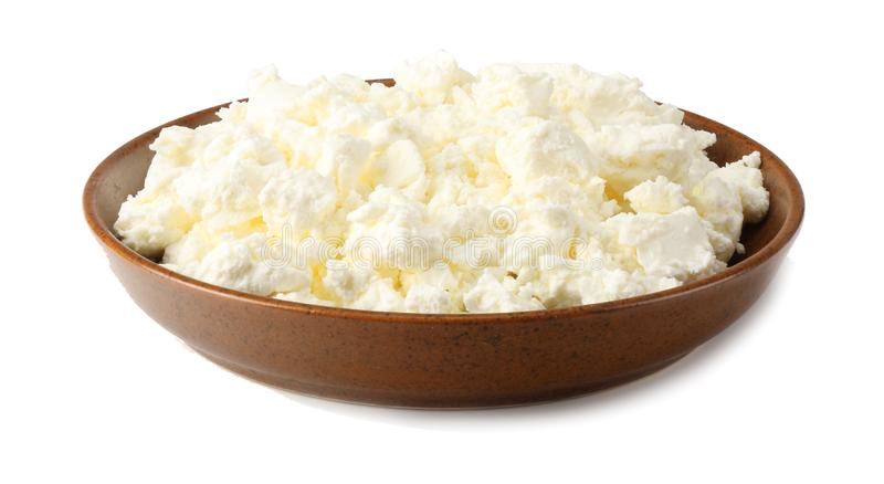 Chałupa ser w brown pucharze odizolowywającym na białym tle zdjęcie royalty free