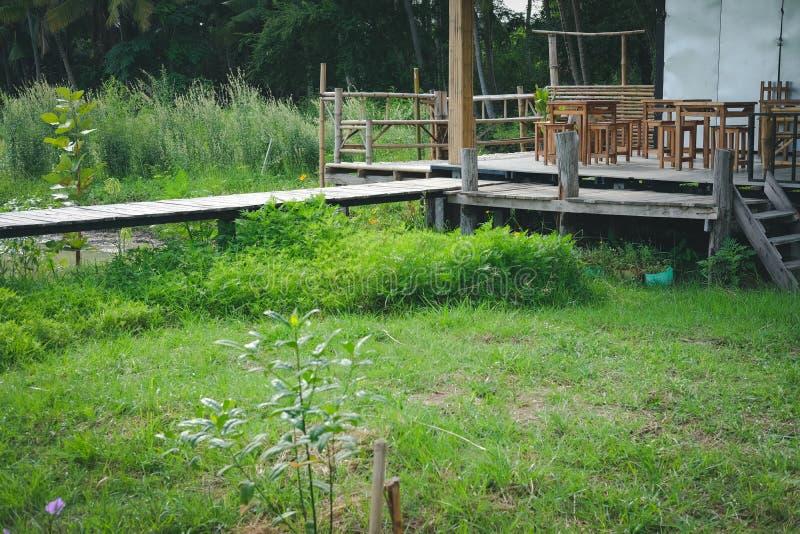 Chałupy buda & drewniany footbridge most zdjęcia royalty free