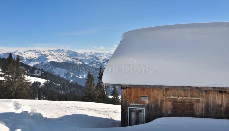 chałupy domu schronienia zima jard obraz stock
