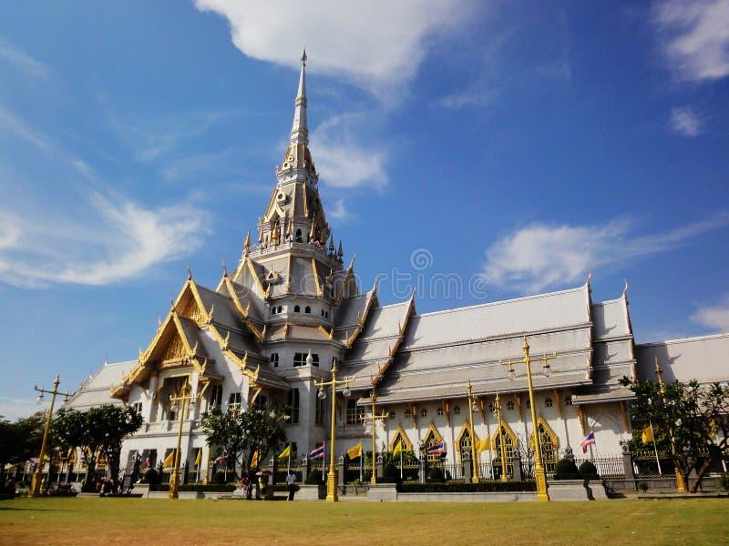 Cha Choeng Sao Province, TAILANDIA - 6 gennaio 2013 wararam del sothon di Wat worawihan con il fondo del cielo blu immagini stock