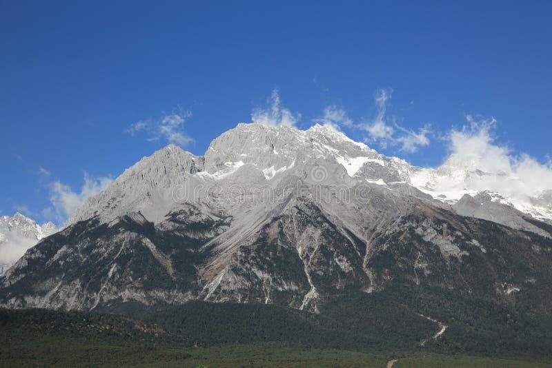 Chabeta smoka Śnieżna góra, Yunnan, Chiny zdjęcia stock