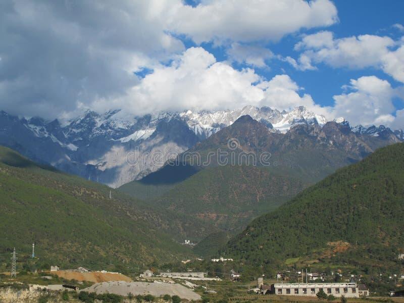 Chabeta smoka śniegu góra Chabeta smoka Śnieżna góra jest mounta obraz stock