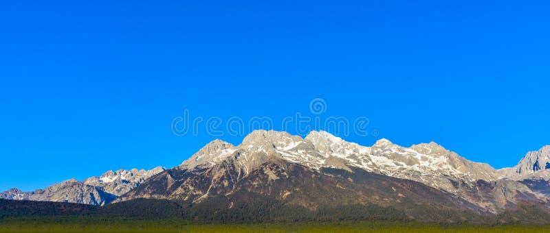 Chabeta smoka Yunlong lub góry Śnieżna Śnieżna góra w Lijiang ci obrazy royalty free