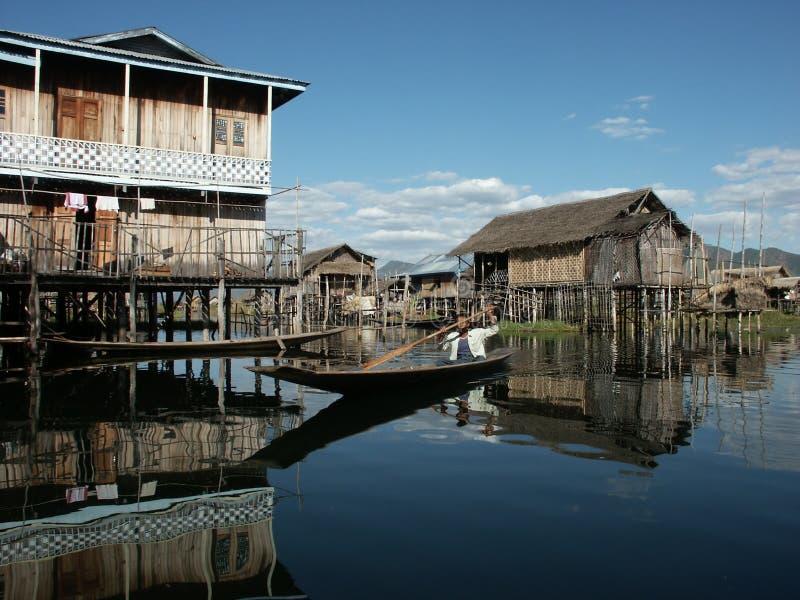 Download Chabola en el lago imagen de archivo. Imagen de choza - 7284299