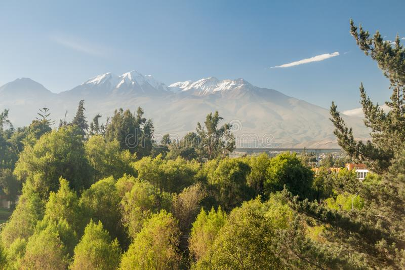 Chachani vulkan arkivbild