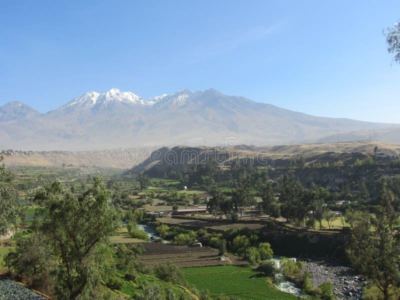Chachani vulkan Arequipa arkivbilder