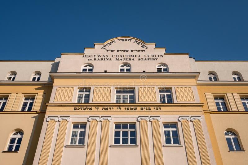 Chachmei Lublin Yeshiva que constrói a academia de Torah em Lublin, em Polônia, renovado recentemente e agora em um hotel imagens de stock