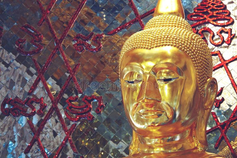 Chachoengseo,泰国2月3日2019年:在Wat Veerachote的菩萨雕象 免版税库存图片