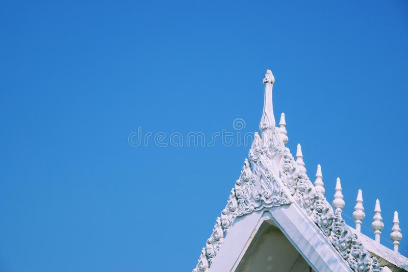 Chachoengseo,泰国2月3日2019年:白色佛教寺庙屋顶 图库摄影