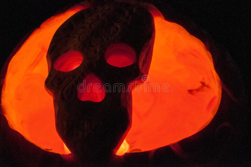 CHADDS FORD, PA - 26 DE OUTUBRO: Abóbora do crânio na grande abóbora Carve que cinzela a competição o 26 de outubro de 2013 fotos de stock royalty free