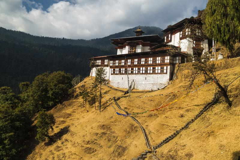 Chagri Cheri Dorjeden-klostret, det berömda buddhistiska klostret nära huvudstaden Thimphu i Bhutan, Himalayas Inbyggd 1620 royaltyfri foto