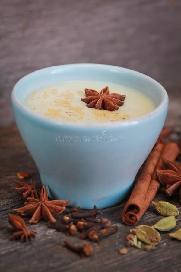 Chai herbata w błękitnej filiżance fotografia royalty free