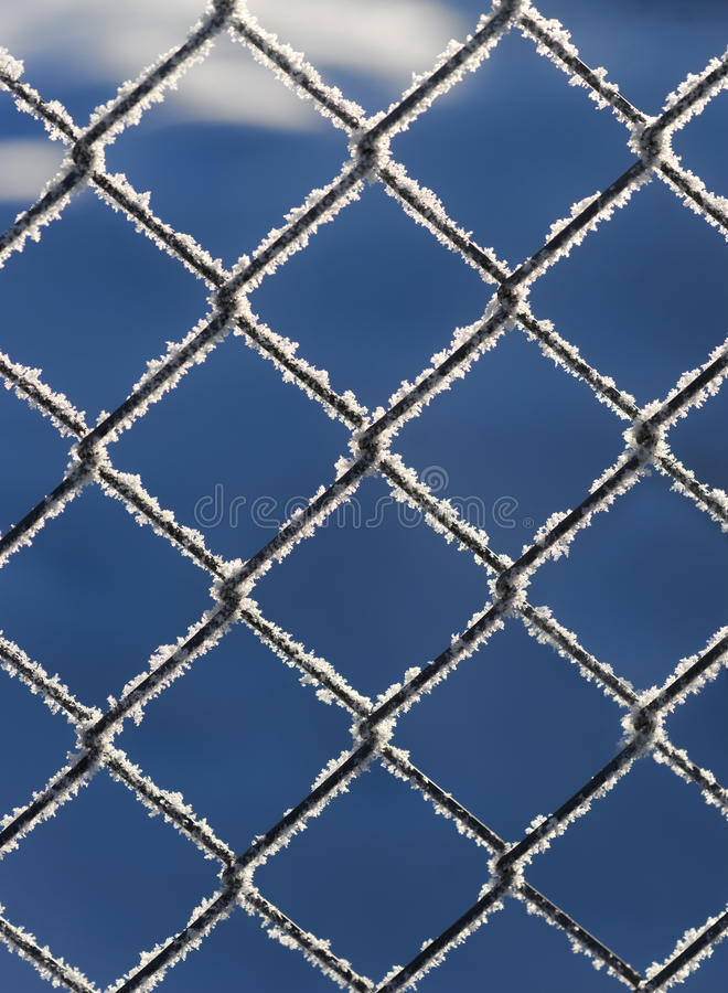Chain anknyter staket med snow arkivbilder