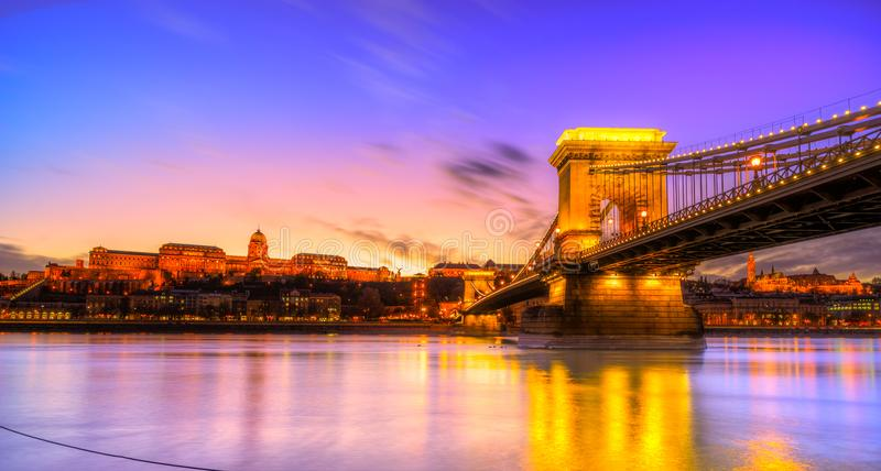 Chain Bridge and Budapest Castle, Budapest, Hungary stock photography