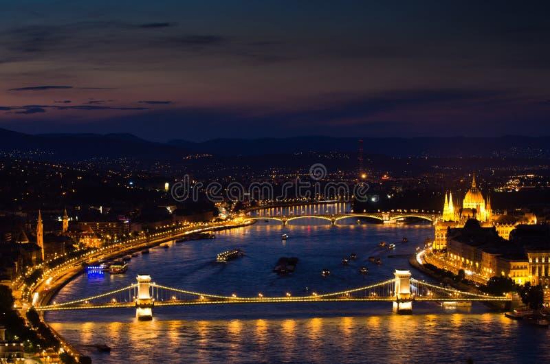Chain bro, Budapest-Ungern royaltyfria foton