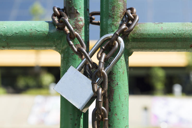 chain padlock arkivfoton