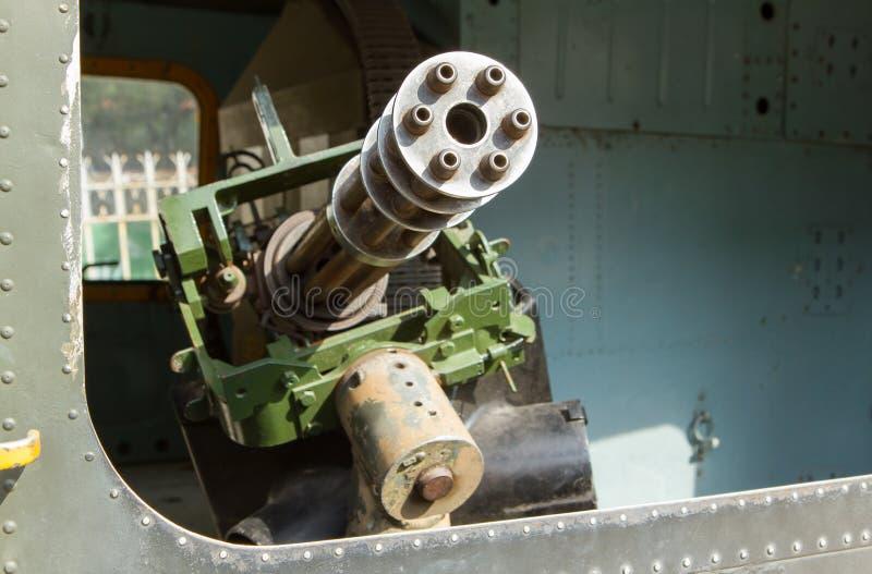 Chaingun in einem alten amerikanischen Hubschrauber benutzt im Vietnamkrieg stockbild