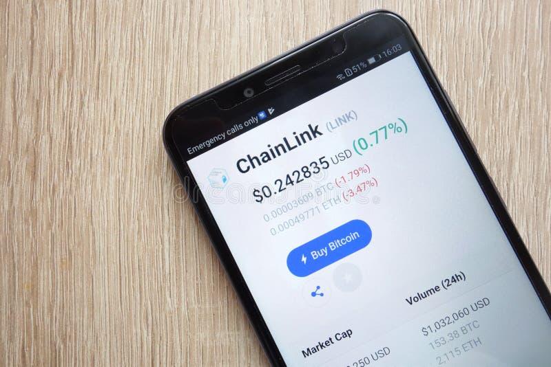 ChainLink połączenia cryptocurrency cena na coinmarketcap com strona internetowa wystawiająca na Huawei Y6 2018 smartphone obraz stock