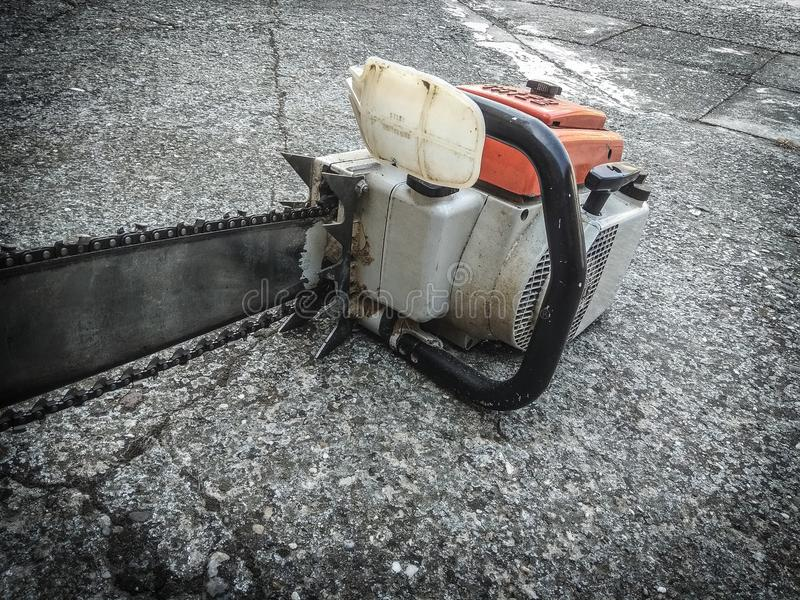 chainsaw royaltyfria bilder